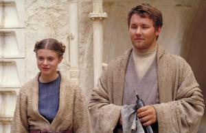 still-of-joel-edgerton-and-bonnie-piesse-in-star-wars--episod-ii-klonerna-anfaller-(2002)-large-picture